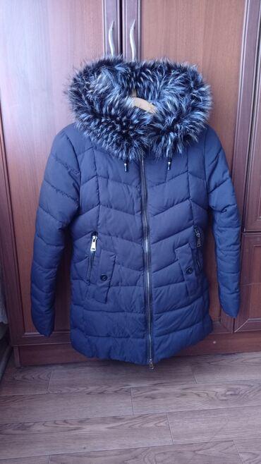 Зимняя куртка бу синего цвета в отличном состоянии. Размер 46. Мех