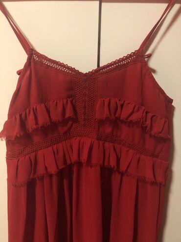 Mango haljina, nenosena, karmin boja, predivno dizajnirana, sa fantast