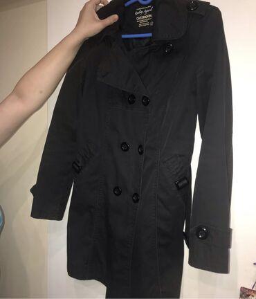 Dva kaputa crni i sivi veličine L Jedan 900,00 Dva 1500,00