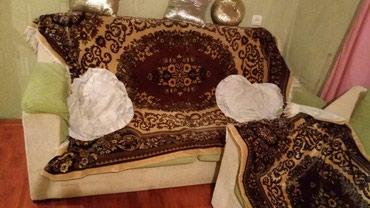 Divan ve iki kreslosu divani iki neferlik yataqda olur. (Gence)