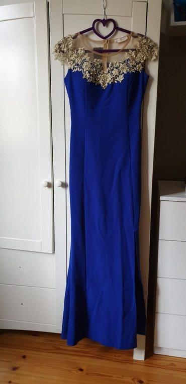 Платье с разрезом.(до колена)с размер,одевала 1 раз.на фото оно помято