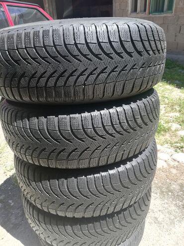 Prodaje 4 polovne auto gume dimenzije 195 65 R15 M+S Michelin alpin A
