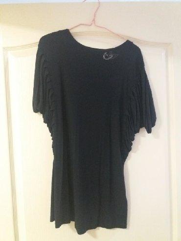Crna markirana majica/bluzica. Prelep i prekvalitetan materijal