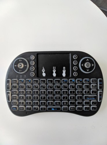 Блютуз пульт: Беспроводная клавиатура с сенсорной мышью. Можно