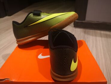 Yeni Nike krossovkalar (orijinal) 31 razmer. Sifarish səhv gəlib, öz g