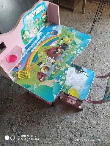 stol i taburetki na kuhnju в Кыргызстан: Стол для школьников Для 1-4 класса есть некоторые потёртости. Часы ест