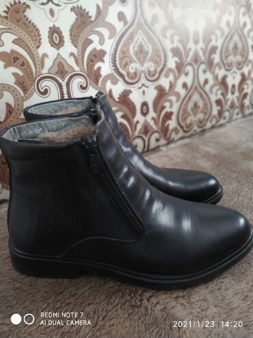 Продаю мужскую обувь. Состояние идеальное. Носилось 1 раз. Размер 39