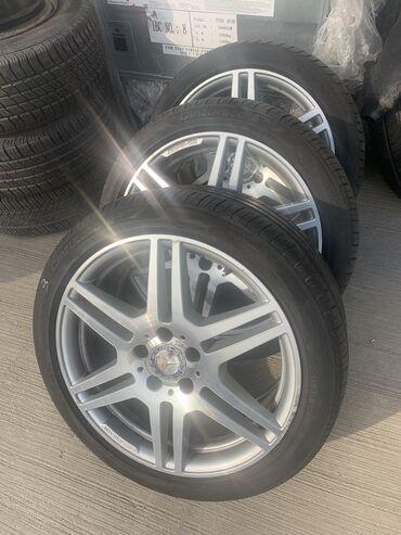 диски разварки на ваз в Азербайджан: 3 ədəd əla vəziyyətdə 245/40 R18 original AMG diski və Pirelli şin