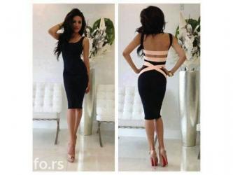 Duzina ove prelepe crne haljine je 100cm,na prednjem delu je izrez in Novi Sad