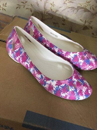 ботинки женские размер 33 34 в Кыргызстан: Кроксы размер 33-34, удобные оригинал