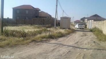 Bakı şəhərində Yeni suraxanı qəsəbəsində 146 saylı marşurutun yoluna yaxın