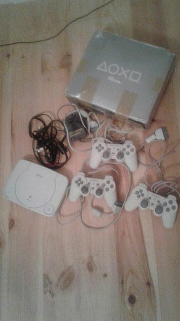 Gəncə şəhərində Playstation1 satilir.Hec bir problemi yoxdur,disk lazimdir