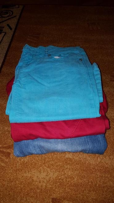 Plave pantalone - Srbija: Troje pantalona za 750 dinara. 27,28 broj. Jako lepo stoje. Crvene i