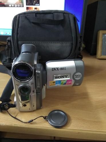 """Видеокамера - Кыргызстан: Цыфровая видеокамера  Sony DVX-801.""""в наличии (камера, шнуры, аккумуля"""