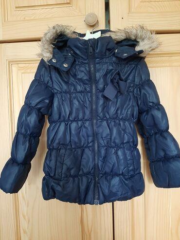 Zimska jakna sa krznom - Srbija: Jakna H&M zimska poatavljena jakna sa kapuljacom i n a njoj krzno