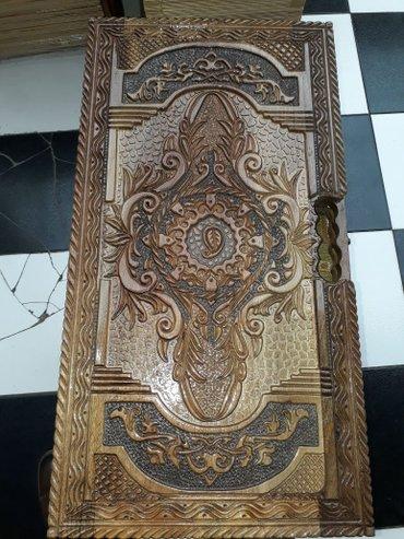 Bakı şəhərində Nərd Taxta satılır.Əl işidir.Qoz ağacındandır.