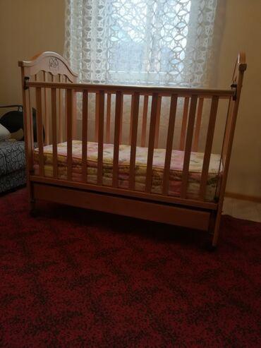 Prodajem dobro očuvan krevetac, sa dušekom. Mogućnost podešavanja
