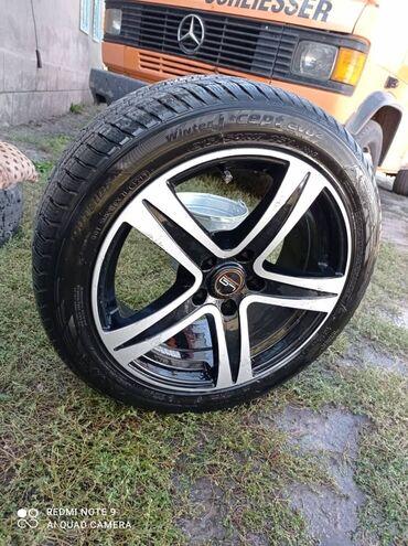 диски мерседес r15 в Кыргызстан: Меняю титановые диски с шиной от мерседес R17 ниско профилюный шина