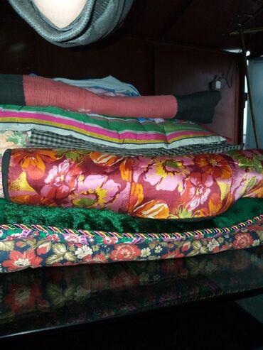 Продаю больше 8ми матрасы и подушки все из ваты. б.у сост средней