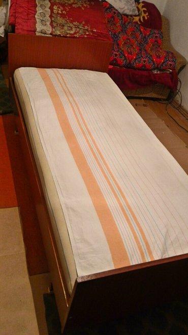 продаю кровать с матрасом, б/у ,размер 83см на 190см, хорошее состояни в Бишкек
