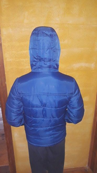 Dečije jakne i kaputi | Pancevo: Decija jakna sa malom zakrpom koja se vidi na slici al ne