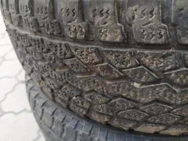 Шины и диски - Бишкек: Продается б/у резина, шесть баллонов. Размер 205/65/16.  3 баллона Yok