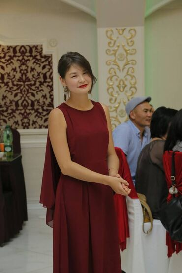 женское платье 52 в Кыргызстан: Продаю Бордовое платье 42,44 размер район Кудайберген