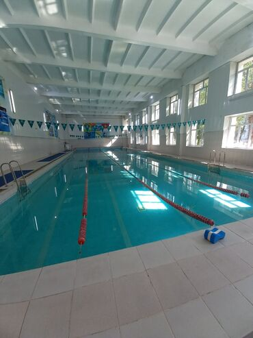 Бассейны - Бишкек: Тренер по плаванию. Тренировки в спортивном бассейне с опытным