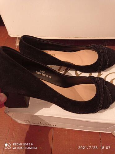 Личные вещи - Шевченко: Продаю туфли, недавно покупала в бутике за 2000 сома и носила всего
