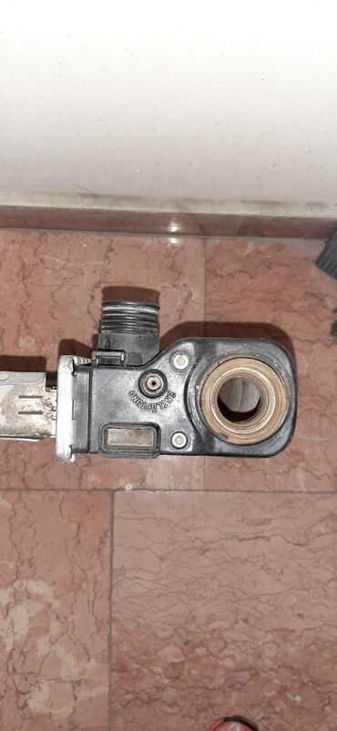 Bmw e39 radiatoru Dacikin yaninda plasmas catlayib, birde wekilde