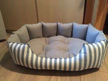 Kreveti za pse u dimenzijama:50x35,60x40,70x45.Krevet se pere u masini