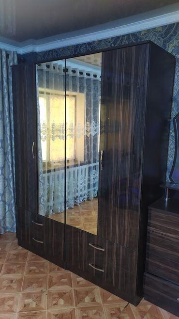 спальные кровати с матрасами в Кыргызстан: Спальный гарнитур. В комплекте:двухспальная кровать с матрасом