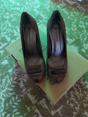 Продам кожаные туфли размер 37 все целое состояние отличное