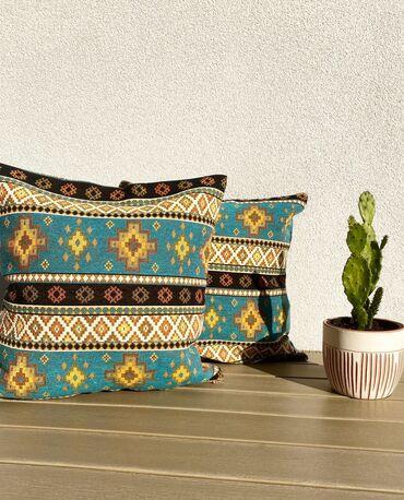 Dekorativni jastuk Dimenzija 45x45cm Mogucnost kupovine samo jastucnic