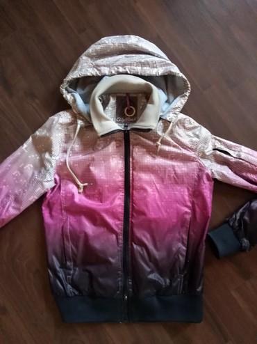 Očuvana i bez oštećenja ženska šuškava jakna. Jakna je kao nova - Ruma