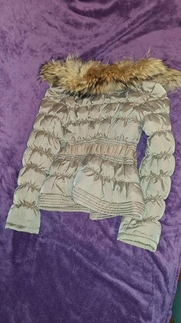 Kratka strukirana jakna sa prirodnim krznom kupljena u Italiji