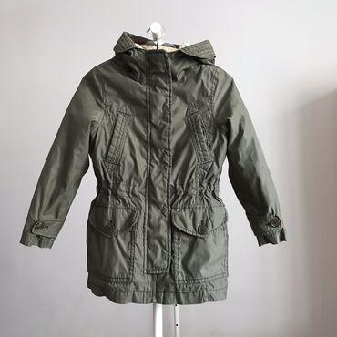 Двойная куртка, теплая, возраст 8-10. Если снять внутреннюю часть, то
