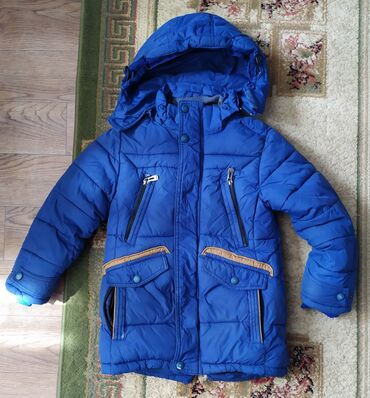 Продам очень теплую куртку на мальчика. Размер: на 5-6 лет примерно