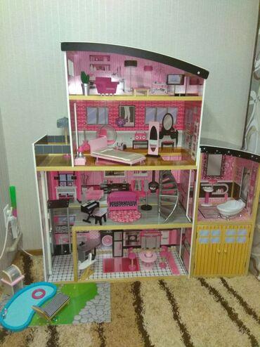 Игрушки - Бишкек: Продаю Домик для Барби.Б/У в отличном состоянии!В Бишкеке таких