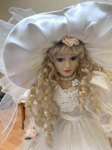 Кукла сувенирная(фарфор) на подставке, 58 см