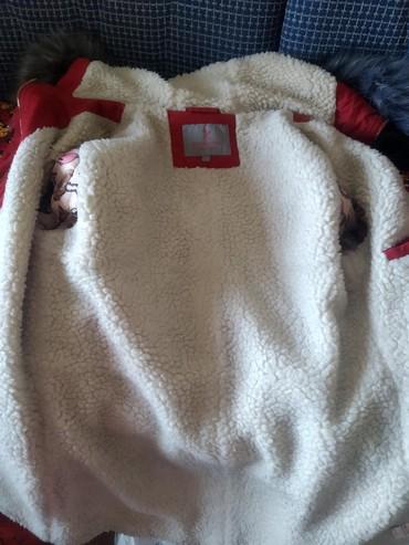стильную зимнюю куртку в Кыргызстан: Продаю зимнюю куртку Размер L Договорная