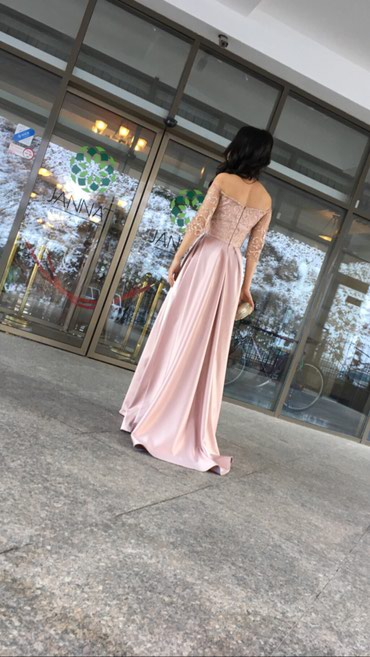 Продаю платье, одевала 1 раз, сшито на заказ, размер s