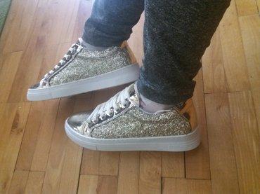 Zlatne-sandalice-perla-br - Srbija: Patikice zlatne sa štrasom, br 39. Nošene jednom, prodajem ih jer