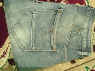 Мужские модные джинсы 32 размера продаю