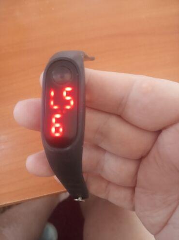 Аксессуары - Ош: Продам детские часы. Работает отлично. Че за фирма не знаю. Некому
