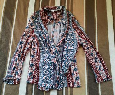 bershka bluza u Srbija: Ogrtac bluza BERSHKA. Veličina S.  Sareni dezen, pamucan nezan materij
