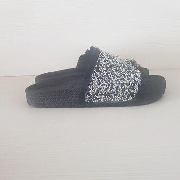 Papuce - Srbija: Papuce u super stanju,preudobne,noderne,sa sljokicastim detaljima,broj