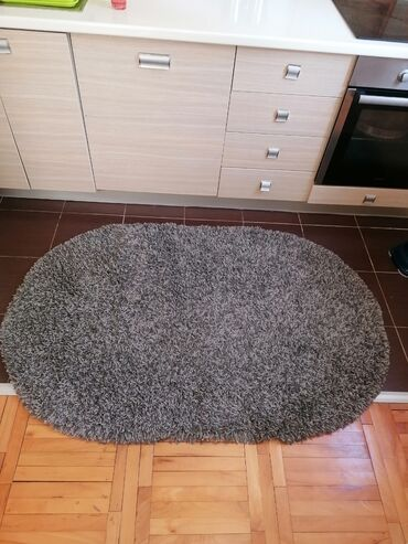 10086 oglasa: Čupava staza-tepih sivo belicaste boje 150x100 dimenzije