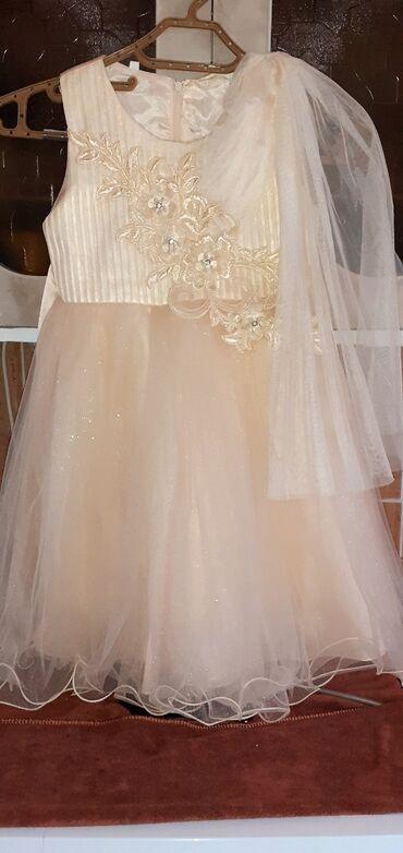 Продам красивое платье на девочку 5-6лет.Цвет айвори очень красиво и