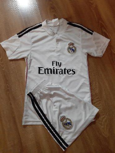 Dečija odeća i obuća - Barajevo: Dres za decake. Real Madrid,Ronaldo. Za uzrast 6 do 8 godina. Cena